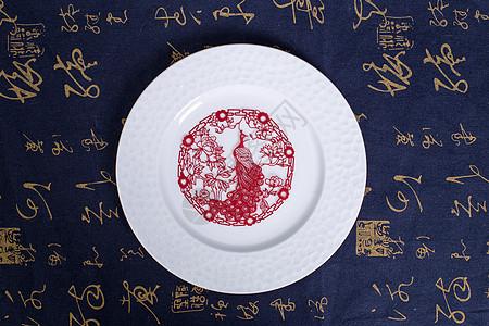 中国风礼品剪纸孔雀白盘图片