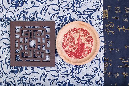 中国风礼品剪纸孔雀摆拍图片
