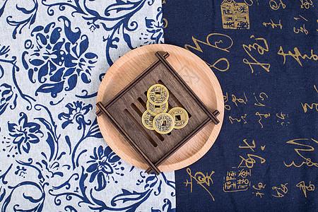 中国风礼品铜钱对称摆拍图片