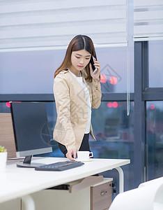 办公室女性 话务员 女白领  职业装 职业女性图片