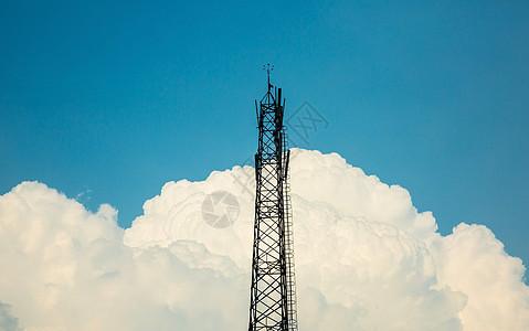 蓝天白云信号塔拍摄图片