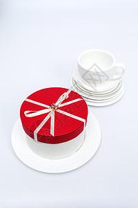 红色蝴蝶结蛋糕礼盒摆拍图片