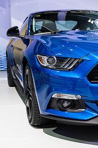 蓝色高级豪华跑车图片
