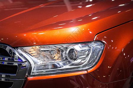 橙色高级生活汽车车头灯图片