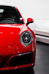 红色高级豪华跑车车头灯图片