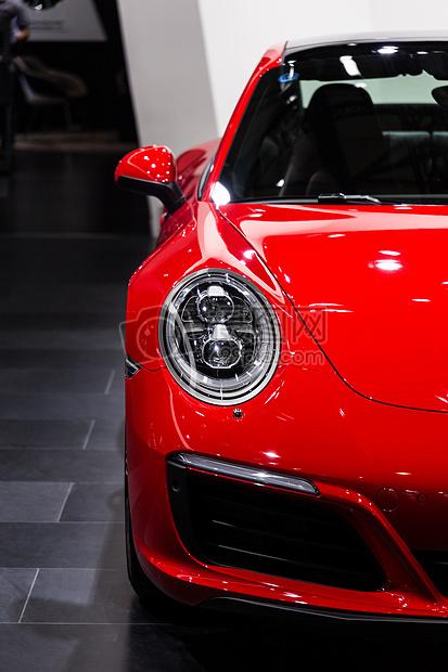 红色高级豪华跑车轿车图片