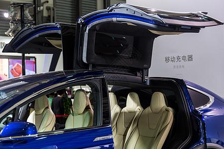 高级生活电动轿车图片