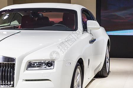 白色豪华高级轿车车头灯图片