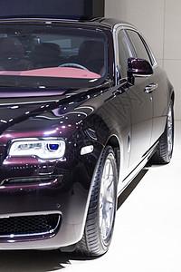 黑色高级豪华轿车车头灯图片