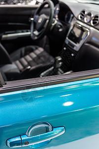 蓝色高级豪华轿车车门把手图片