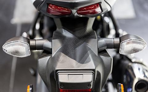 运动摩托车车尾灯图片
