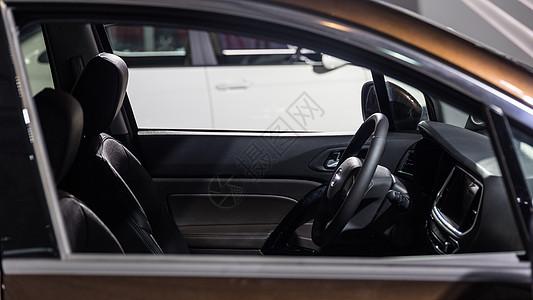 商务汽车豪华驾驶方向盘图片