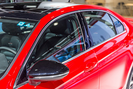 红色商务豪华汽车图片