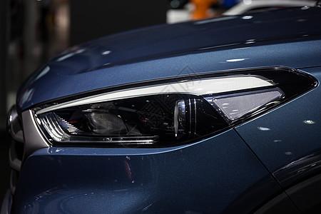 高级豪华商务轿车汽车头灯图片