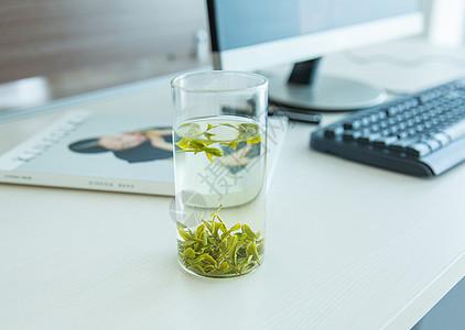 蒙山龙雾茶 绿茶泡茶  办公室泡茶拍摄图片