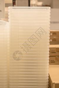 仓库购物节塑料盒特写图片