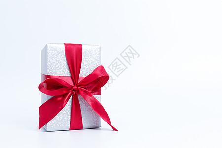 大红色搭配银色礼物包装图片