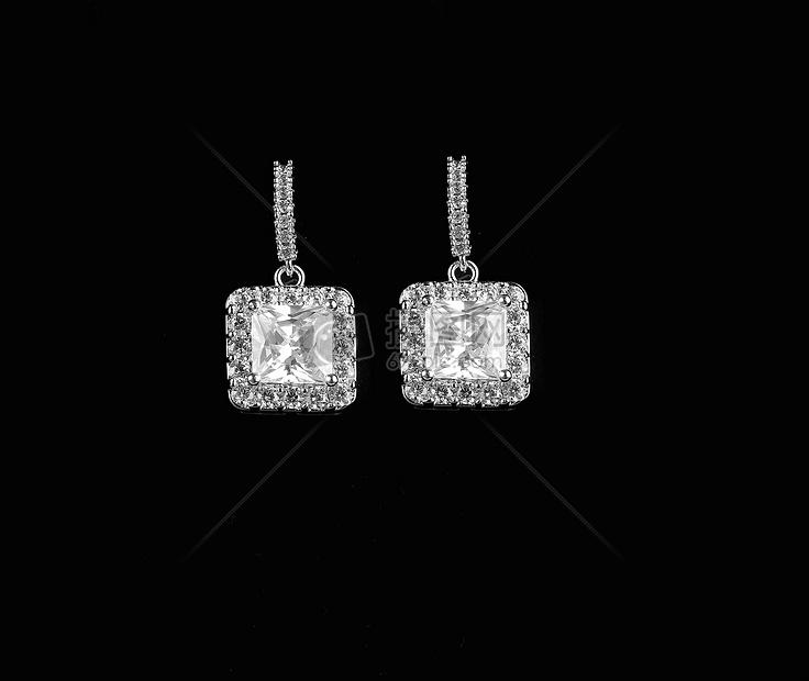 宝石耳钉图片