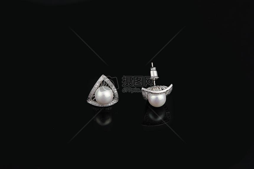 珍珠耳钉图片