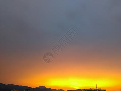乡村电线杆山头上落日余辉图片