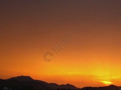 山头火烧云落日唯美夕阳西下图片