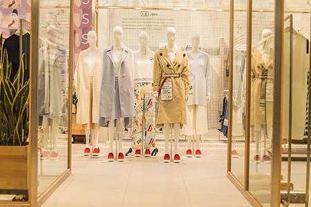 商场女装店铺时尚大衣展示图片