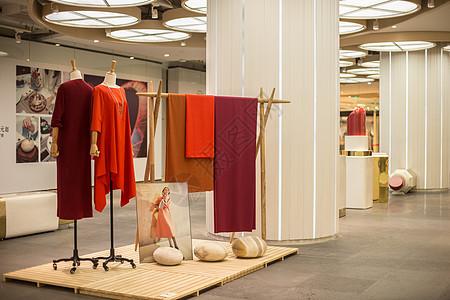 文艺民族女装商场展示图片