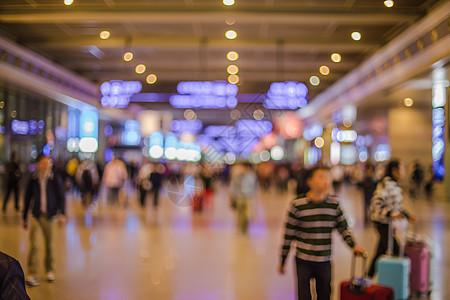 旅游度假游客人流灯光虚化图片