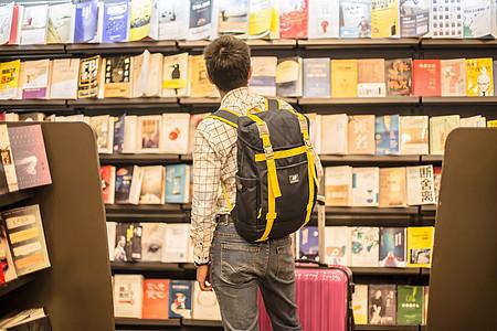 旅游男人背影书店休闲图片