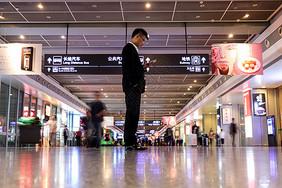 商务旅行高铁火车站图片