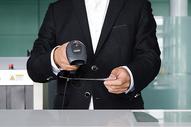 机场行李托运机场检票图片