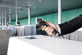 机场行李托运检票图片
