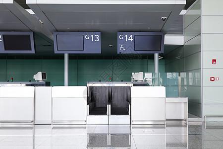 机场行李托运服务台安检图片