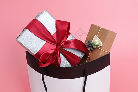 装满礼物的购物袋图片