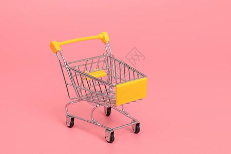 黄色购物车多角度拍摄图片