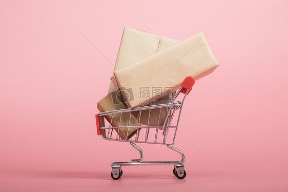 装满货物的购物车图片