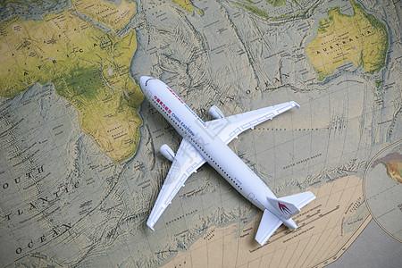 世界地图上的飞机模型图片
