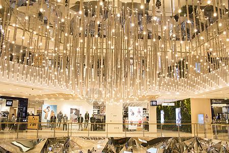 金光闪闪的商场流苏灯图片