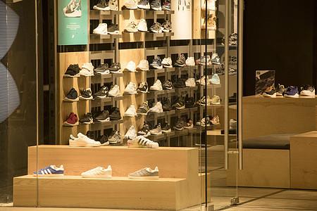 运动鞋消费专柜图片