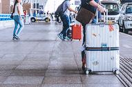 银色超大行李箱图片
