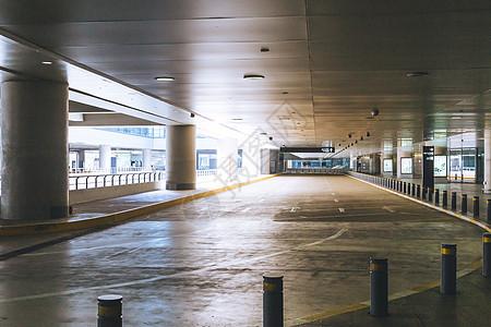 机场停车场专用车道图片