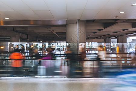 人来人往的虹桥机场图片