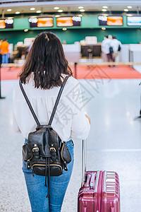 女生旅行机场候机等候图片
