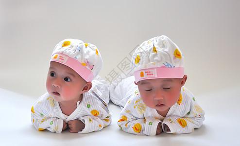 双胞胎 白天照图片