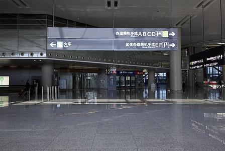 机场内的指示牌图片