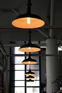 餐厅里的吊灯图片