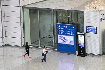 机场大厅出入口图片