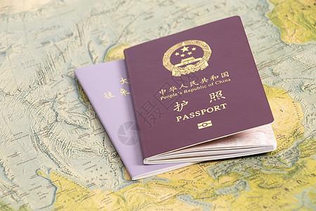 护照港澳台通行证摆拍图片