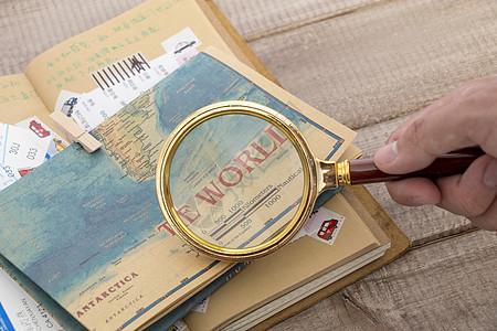 放大镜下的世界地图图片