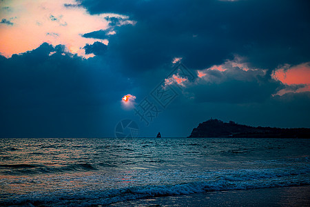 海边晨曦图片